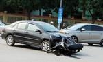 Ôtô đâm xe máy, hai vợ chồng nhập viện