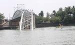 Vụ sập cầu Ghềnh: Đang lặn tìm đầu kéo sà lan chìm dưới sông