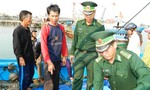 Trao tiền bảo hiểm cho tàu cá ngư dân bị tàu Hải cảnh Trung Quốc cướp phá