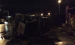 Xe container lộn nhào trên quốc lộ, lái xe may mắn thoát chết