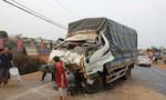 Tông đuôi xe ben, tài xế và phụ xe tải nhập viện trong nguy kịch