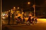 Nam thanh niên đi bộ trên đường bị đâm gục trong đêm