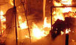 Chợ thị xã Thái Hòa bùng cháy trong đêm, hàng chục ki ốt bị thiêu rụi