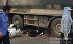 Xe tải chồm lên xe máy, người phụ nữ chết thảm
