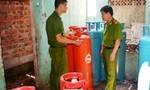 Phát hiện hàng trăm bình gas lậu nằm trong khu dân cư