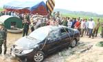 Xe 4 chỗ lao xuống hồ, lái xe và giám đốc chết thảm