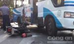 Hai thanh niên có biểu hiện say rượu bị xe buýt tông trọng thương