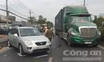 Ô tô va chạm container, quốc lộ 1 ùn ứ nghiêm trọng