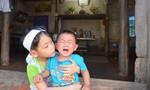 Bắc Giang: Bố mẹ qua đời vì tai nạn, hai trẻ nhỏ mồ côi