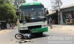 Chạy xe máy ngược chiều, nam sinh viên bị xe buýt tông trọng thương