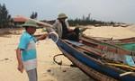 Vụ cá chết hàng loạt ở miền Trung: Ngư dân Quảng Bình kéo thuyền lên bờ không dám đánh bắt