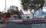 Tổ chức sân khấu trước bệnh viện gây bức xúc cho người dân