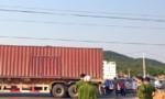 Xe container vướng dây điện, một tài xế chết thảm