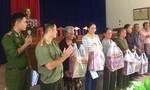 Báo Công an TP.HCM thăm, tặng quà các gia đình chính sách huyện Diên Khánh