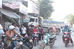 5 phương tiện dính chùm trên đường Bùi Văn Hòa hàng chục phương tiện kẹt cứng trên đường