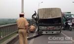 Xe chở vật liệu rơi xuống cầu Vĩnh Tuy, lái xe thoát chết trong gang tấc