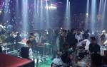 Kiểm tra quán bar giữa trung tâm Sài Gòn, hàng chục dân chơi ném ma túy tháo chạy
