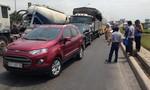 Va chạm liên hoàn giữa 4 ô tô khiến cầu vượt Tân Vạn kẹt cứng