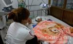 Bé gái 2 tuổi bị té tại cơ sở giữ trẻ không phép khó có khả năng qua khỏi