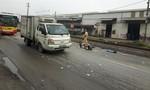 Cảnh sát giao thông đưa đôi vợ chồng gặp tai nạn đi cấp cứu