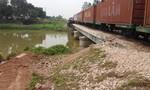 Tàu hỏa đâm xe tải, lái xe bị thương nặng