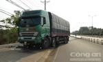Tài xế ngủ gật, xe tải cày nát hơn 100m dải phân cách