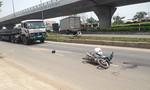 Dân đuổi chặn xe tải cán nát tay người phụ nữ rồi bỏ trốn