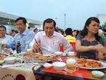 Lãnh đạo thành phố dự tiệc liên hoan ẩm thực tại công viên Biển Đông chế biến từ hải sản sạch