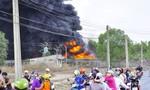 Cháy lớn tại bãi phế liệu hàng ngàn mét vuông