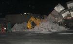 Tài xế và phụ xe kêu cứu trong cabin bị bê tông đè bẹp