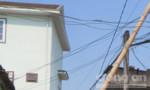 Một thợ hàn bị điện giật chết khi đang làm việc trên mái nhà