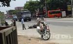 Người nước ngoài chạy xe máy tốc độ cao tông vào xe khách, chấn thương