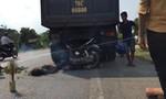 Tông vào đuôi xe tải, hai người đi xe máy thiệt mạng
