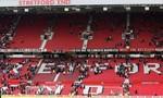 Sân Old Trafford sơ tán khẩn cấp vì chiếc túi xách nghi có bom