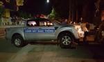 Truy tìm đối tượng tông vào xe cảnh sát để bỏ chạy