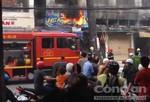 Tiệm sơn xe bốc cháy, hàng chục người hốt hoảng tháo chạy