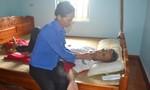 Vợ ốm yếu chăm chồng bị ung thư nằm chờ chết