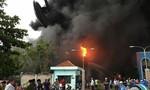 Lửa cháy lớn, bao trùm công ty nệm Vạn Thành
