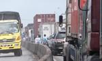 Quốc lộ 1A tê liệt hơn 5km do sửa cầu Bến Lức cũ