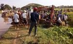 Nghệ An: Lật máy xúc vét mương, một thanh niên thiệt mạng tại chỗ