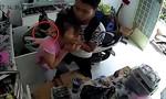 Clip tên cướp dí dao vào cổ cô gái để lấy điện thoại iPhone