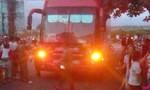 'Xe tù' không cho đi vệ sinh, hành khách chặn xe 'nói chuyện'