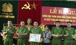 Thưởng nóng cho Ban chuyên án bắt hai đối tượng người Lào vận chuyển ma túy