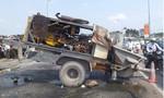 Xe tải kéo máy trộn bê tông vô tư chạy trên đường phố Sài Gòn