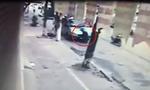 Clip: Thanh tra Giao thông 'đu mình' trên cần gạt nước xe khách