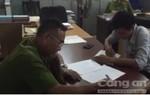 Bắt 3 nghi can dùng roi điện cướp xe máy ở quận Bình Thạnh