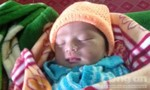 Người mẹ vứt bỏ bé sơ sinh ở bờ ruộng nhận lại con