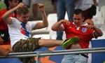 CĐV tuyển Anh và Nga đánh nhau ngay trên khán đài