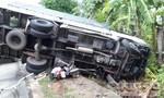 CSGT dùng xe đặc chủng đưa người phụ nữ bị tai nạn đi cấp cứu