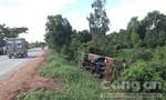 Xe khách lao xuống ruộng, 10 hành khách bị thương